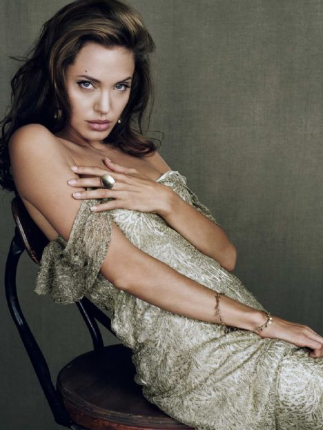 Jolie'nin şok pozları - 34